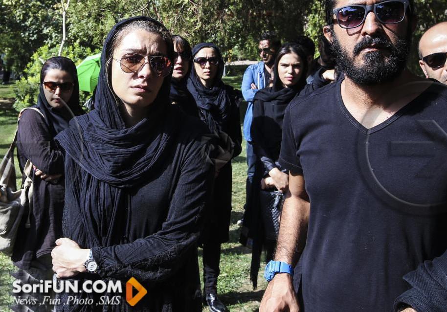 الیکا عبدالرزاقی و نیکی کریمی در تشییع جنازه مرحوم هما روستا