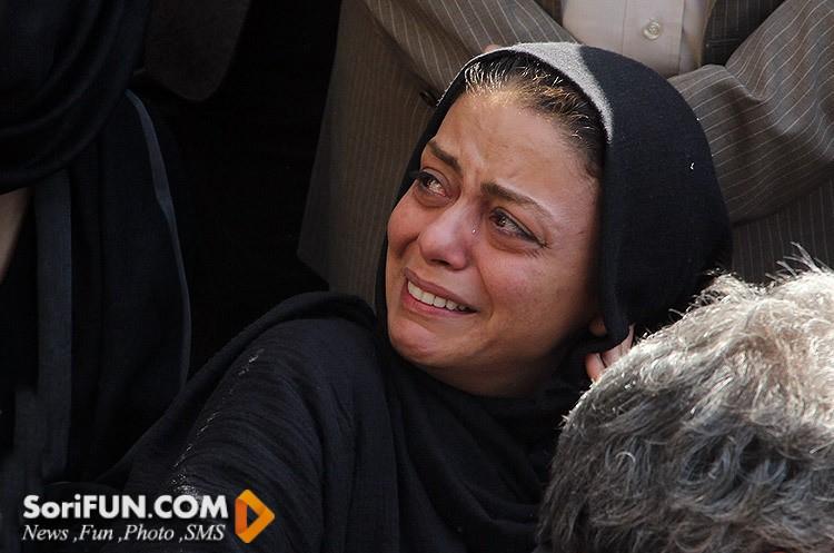 شبنم فرشادجو در تشییع جنازه مرحوم هما روستا