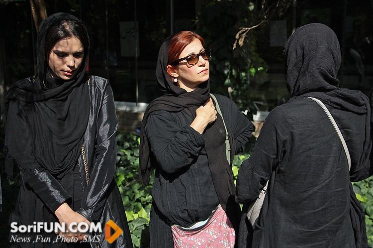 لیلی رشیدی در تشییع جنازه مرحوم هما روستا