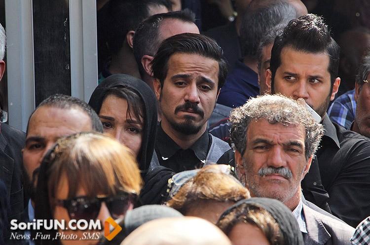 سیاوش خیرابی و حسین سلیمانی در تشییع جنازه مرحوم هما روستا