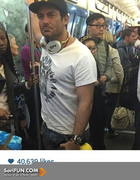رضا گلزار در یک اتوبوس عمومی